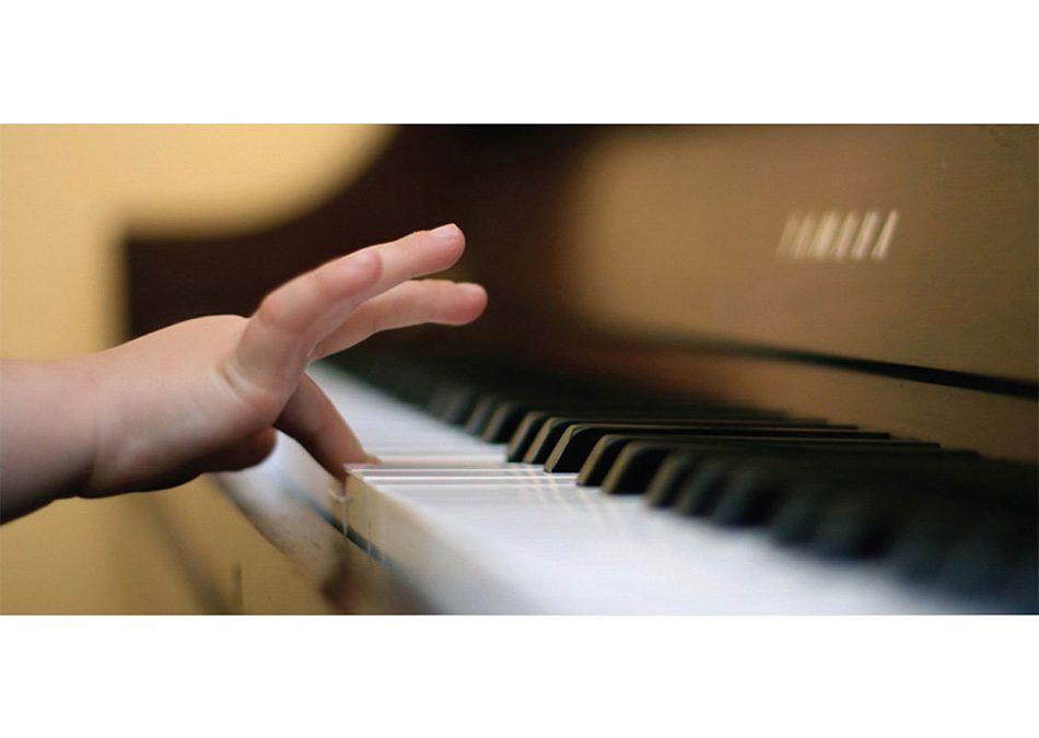 TOP 5 električnih klavira za početnike i školarce