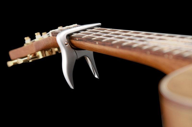 Ortega OCAPOUKE-CR kapodaster za ukulele